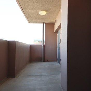 共用廊下もゆったり