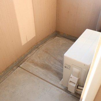 バルコニーはちょいコンパクト(※写真は13階の同間取り別部屋、モデルルームのものです)