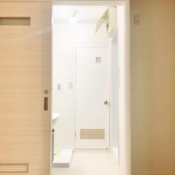 奥のドアはトイレです。