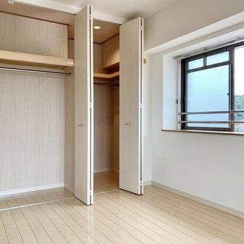 2面採光でこのお部屋だけでも風通しが良い♩(※写真は9階の反転間取り別部屋のものです)