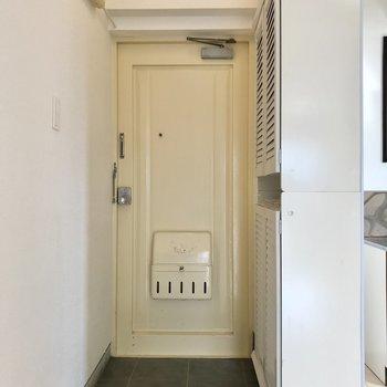 玄関はリビングにオープン。いつも綺麗にしておきたいな(※写真は清掃前のものです)