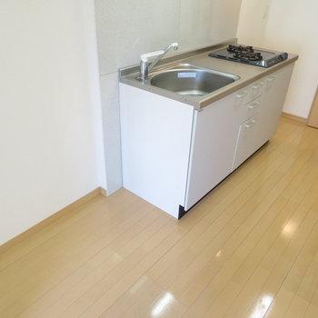 キッチン横のこのスペース大切です※写真は同間取り別部屋のものです