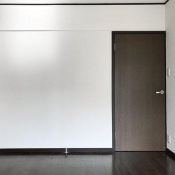 開き戸で、しっかり個室感◯