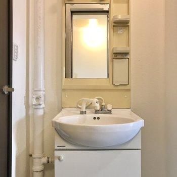 洗面台もありますよ!(※写真は清掃前のものです)