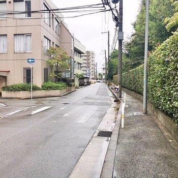 【周辺環境】交通量は少なめの道路でした。