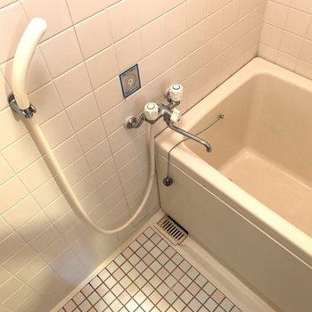 お風呂のタイルも素敵。(※写真は5階の同間取り別部屋のものです)