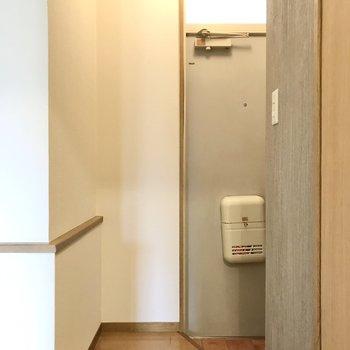 玄関はお部屋の中が見えない配置