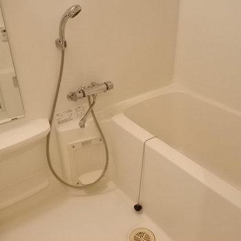 お風呂も清潔感あり◎(※写真の家具・小物等は見本です)