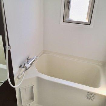 お風呂は浴室乾燥機がついてます◎(※写真は8階の同間取り別部屋のものです)