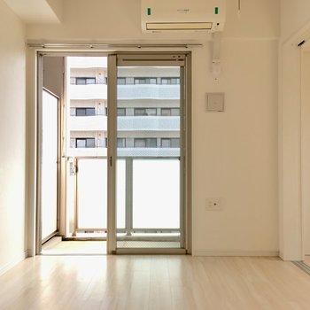 お部屋にはエアコンまで付いてきますよ◎アツい夏にはペットにはエアコンは必須ですよね。(※写真は8階の同間取り別部屋のものです)