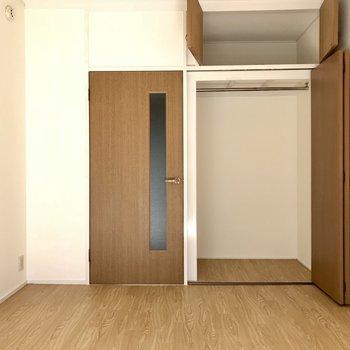 6帖だけどこの収納量。お部屋もすっきり使えそうですね!