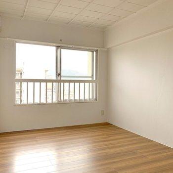 続いては洋室。こちらもしっかり広め!(※写真は6階反転間取り別部屋のものです)