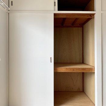 リビングにも収納がありました!収納ボックスなどをうまく活用しましょう。(※写真は6階反転間取り別部屋のものです)