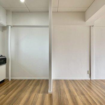 キッチン前にある壁ゾーニングできるようになっていましたよ!(※写真は6階反転間取り別部屋のものです)