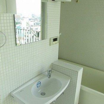 バスルームの中ですが独立してます!(※写真は9階の同間取り別部屋のものです)