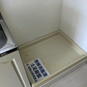 洗濯機はキッチンの左側におけます。