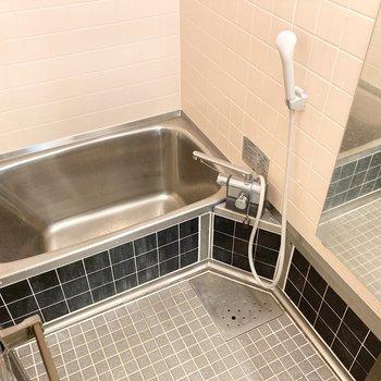 お風呂は既存ですが水栓や鏡など交換済!