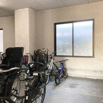 駐輪場が屋内なのもいいですね。
