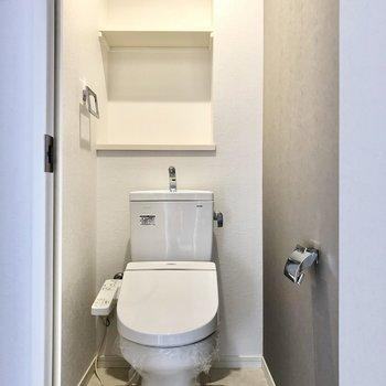 トイレにもアクセントクロス!もちろんウォシュレット付き。