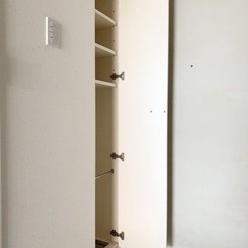 シューズボックスは細身ですが背の高いタイプ。(※写真は9階の同間取り別部屋のものです)