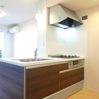 対面式キッチンは吊り戸棚が無いのでとっても開放的。