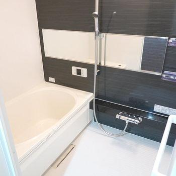 お風呂も広め。ふたりで入れるかも?しかも追い焚き・浴室乾燥機付き!