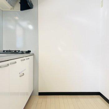 ナチュラルな真っ白なキッチン。