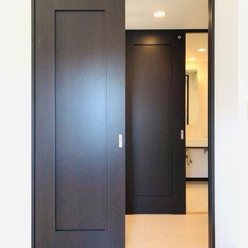 個室から直接廊下へ出ることもできます。