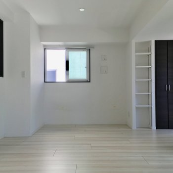 ガラス製のインテリアやモノトーンが似合いそう※写真は6階の同間取り別部屋のものです