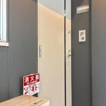共用部。お部屋はエレベーターのすぐ前です。