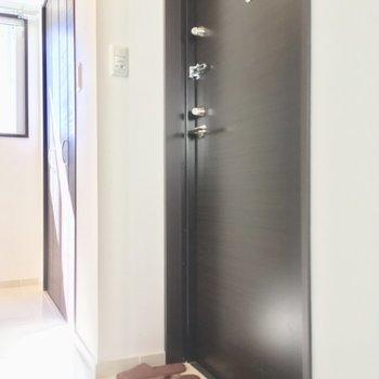 玄関は段差がないフラットな作り◎※写真は6階の同間取り別部屋のものです