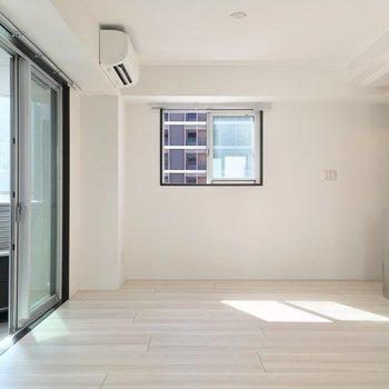 お次はキッチン方面へ※写真は6階の同間取り別部屋のものです