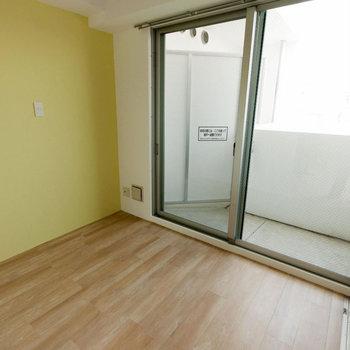 【寝室】ゆったりサイズでダブルベッドも置けます◎※写真は同間取り別部屋のもの
