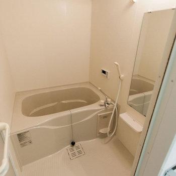 【浴室】お風呂も広めサイズ!※写真は同間取り別部屋のもの
