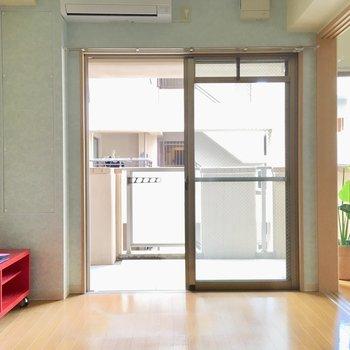 エアコンはお部屋に付いてきますよ。(※写真は8階の反転間取り別部屋、モデルルームのものです)
