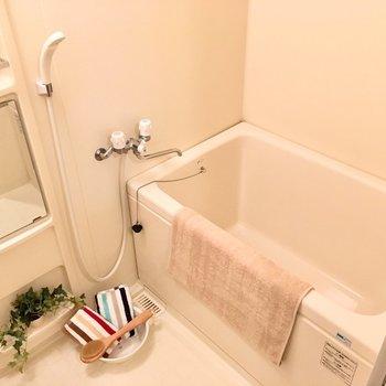 お風呂は長湯も出来そう〜!(※写真は8階の反転間取り別部屋、モデルルームのものです)