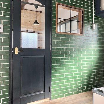 グリーンのクロスが映えます。小窓も可愛いなあ。