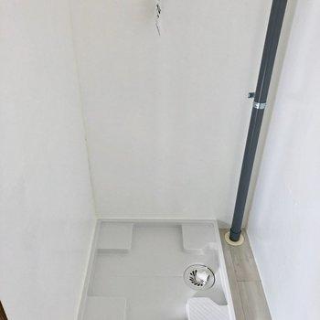 奥に洗濯機置き場です。ちゃんと室内に置けます。