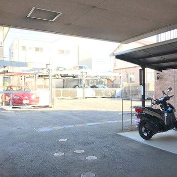 駐車場も空きあり。機械式です。