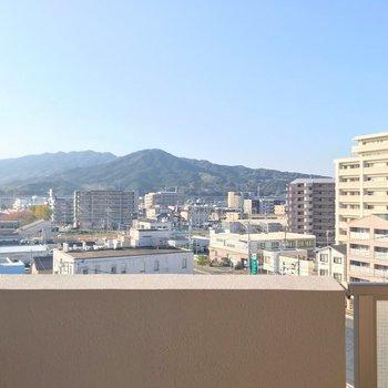 高い建物が少ないので気持ちがいい景色ですね。