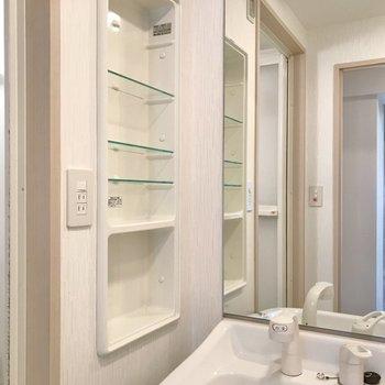 歯ブラシなどはこちらに置けますよ。