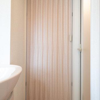 カーテンを閉めれば廊下が脱衣所代わりになります!