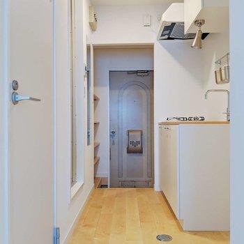 廊下も無垢床…!さらさらしてて、気持ちいいな。