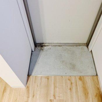 玄関がコンパクト。普段履きもシューズボックスへしまうのがベターかな。