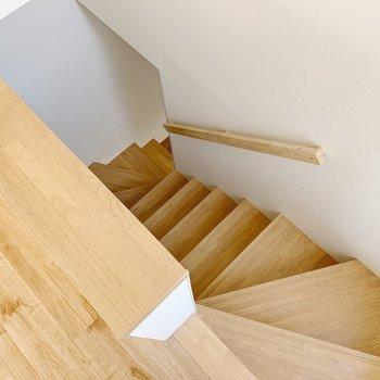 階段で3階に上がってきました〜
