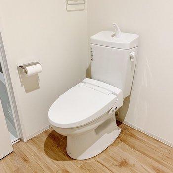その目の前にトイレ。ニオイ対策はこまめに…!