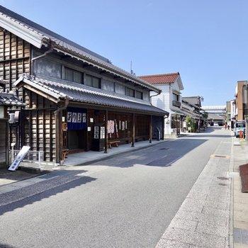 お部屋から通りに出ると、そこは「有松絞り」で有名な有松の街。