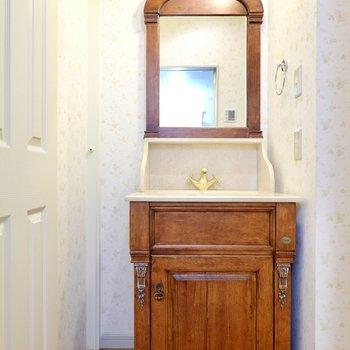 左を向くと……!この洗面台、キュンときたのではないでしょうか。