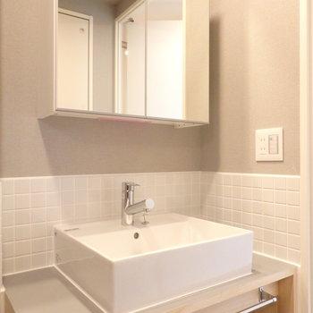 【洗面台イメージ】洗面台は造作のオリジナル。朝の忙しい時間も心がほぐれます♪