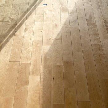 無垢床のさらりとした足触りが気持ちがいいです。※写真は前回募集時のもの